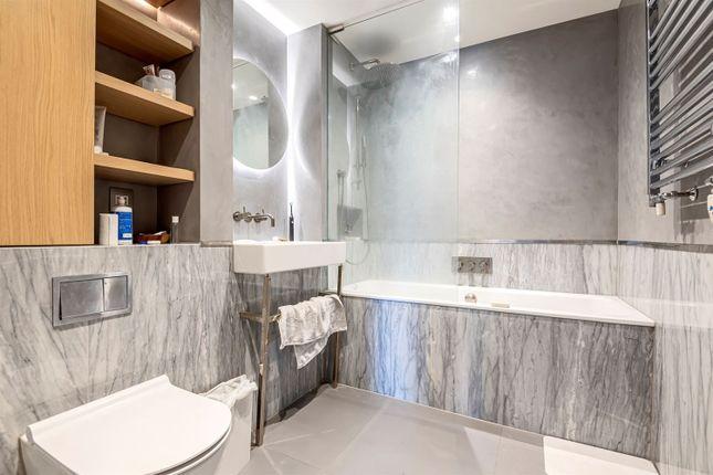 Bathroom of The Lighterman, Pilot Walk, Lower Riverside, Greenwich Peninsula SE10
