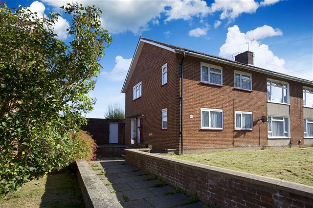 Thumbnail Maisonette for sale in Maiden Lane, Langley Green, Crawley