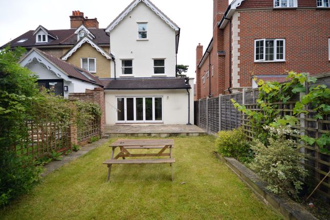 Thumbnail Town house to rent in Holmesdale Road, Reigate