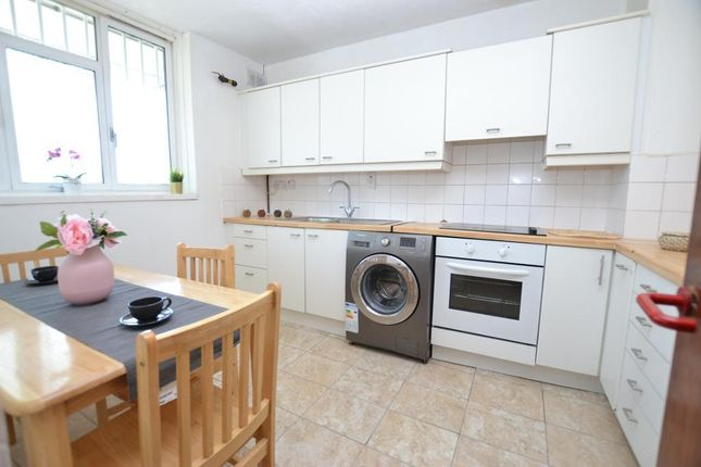 4 bed flat to rent in Jamaica Street, London E1