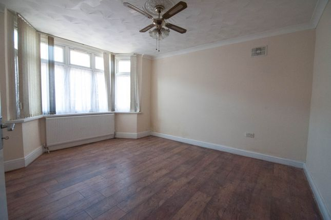 5 bed semi-detached house to rent in Trinity Road, Southall