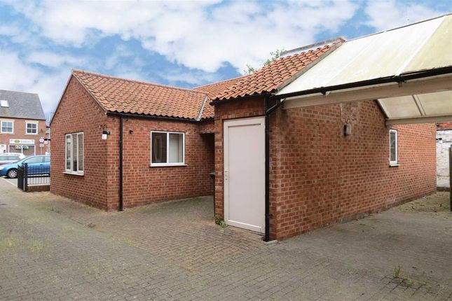 Thumbnail Detached bungalow to rent in Carre Street, Sleaford