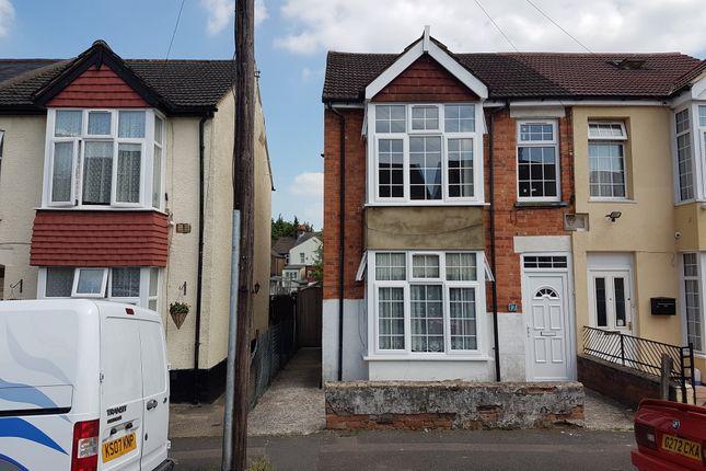 Thumbnail Flat to rent in Lindsay Avenue, Buckinghamshire