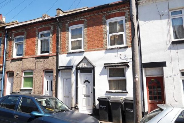 Thumbnail Flat to rent in Stanley Street, Luton