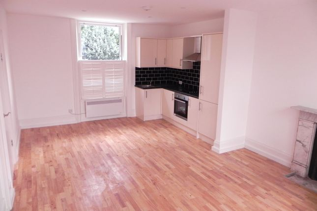 2 bed flat to rent in Lawrence Road, London