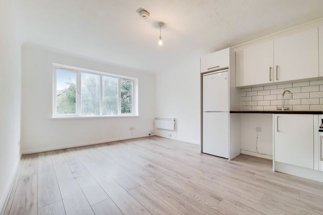 Thumbnail Flat to rent in Downside Walk, Brentford
