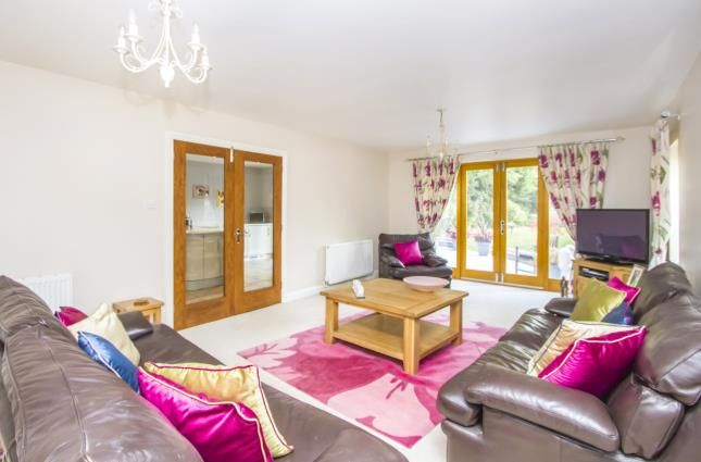 Thumbnail Bungalow for sale in Leicester Road, Glen Parva, Leicester, Leicestershire
