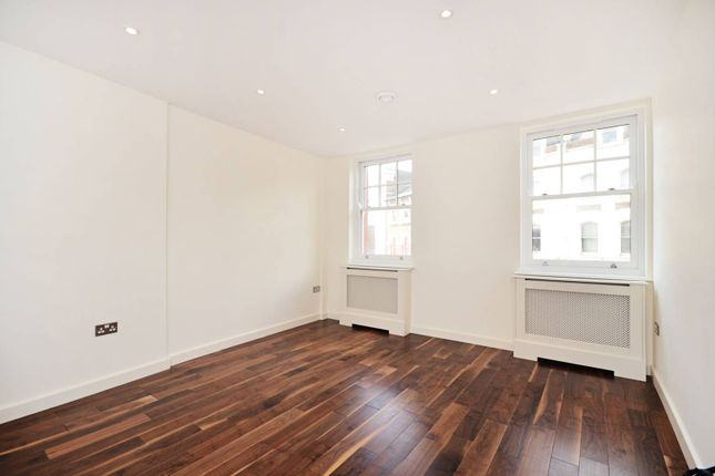 2 bed flat to rent in Silver Street, Enfield