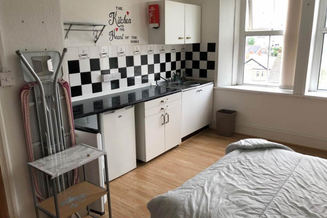 Thumbnail Room to rent in Oakfield, Newport