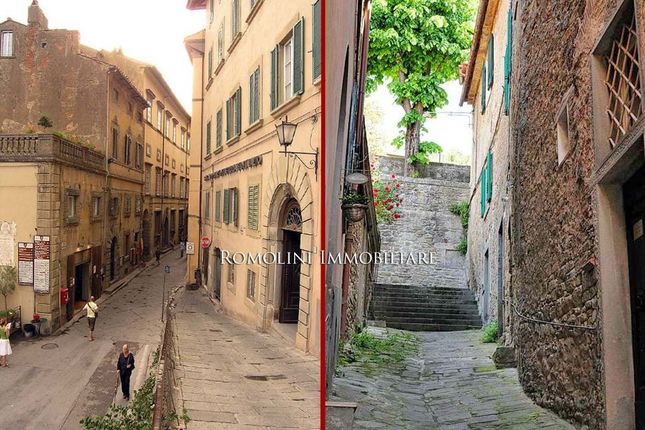 2 bed apartment for sale in Cortona, Tuscany, Italy
