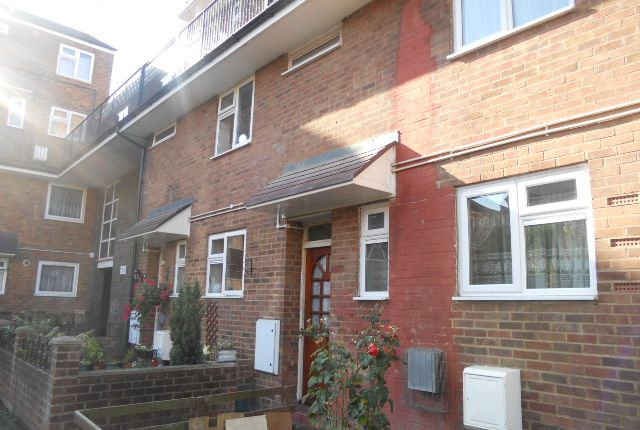 Thumbnail Flat for sale in Forest Road, London