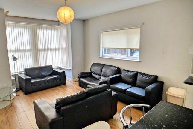 Thumbnail Flat to rent in Kirkstall Lane, Headingley, Leeds