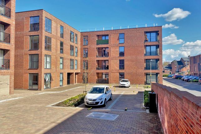 Thumbnail Flat to rent in Kiln Close, Gloucester