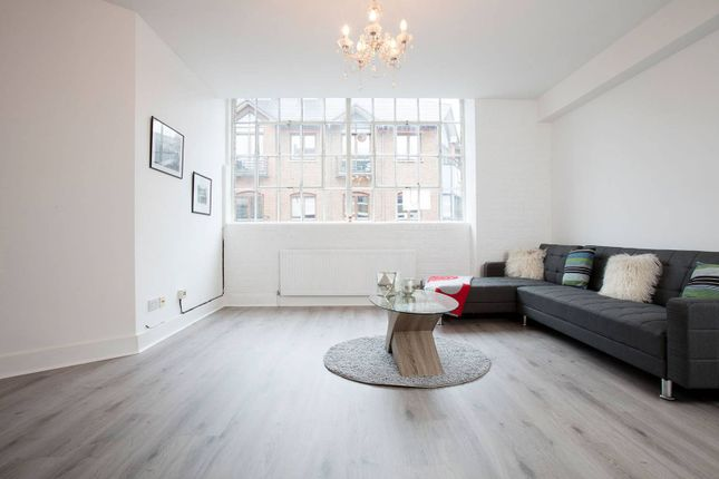 Thumbnail Flat for sale in Goswell Road, Clerkenwell