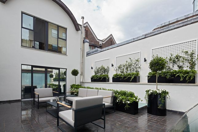 Thumbnail Triplex to rent in Cheval Place, London