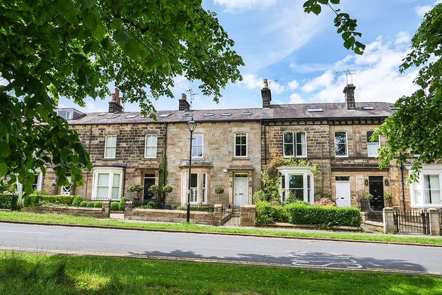 Thumbnail Town house for sale in Beech Grove, Harrogate, North Yorkshire