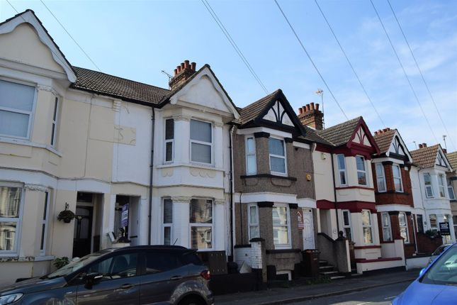 Terraced house to rent in Linden Road, Gillingham