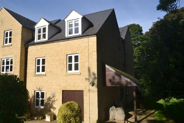 Thumbnail Flat to rent in Wards Road, Chipping Norton