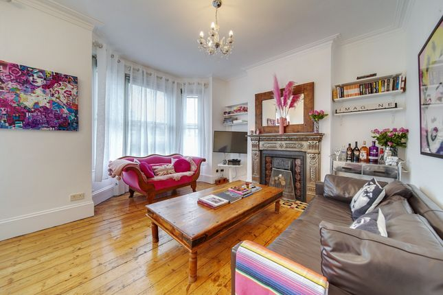 3 bed flat for sale in Latchmere Road, London SW11