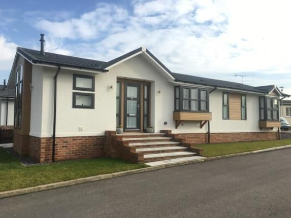 Thumbnail Mobile/park home for sale in London Road, Abridge, Romford