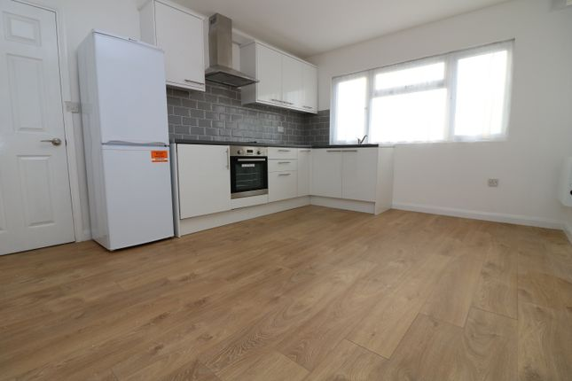 Thumbnail Flat to rent in Lister Gardens, London