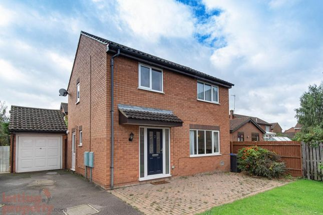 3 bed detached house to rent in Banbury Close, West Hunsbury, Northampton NN4