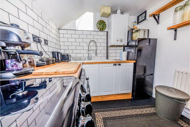 2 Bed Maisonette For Sale In 20 West Street Farnham Gu9