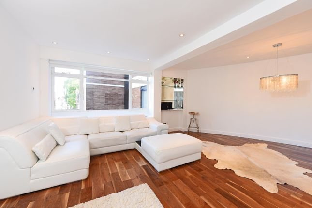 Flat to rent in Ovington Gardens, London