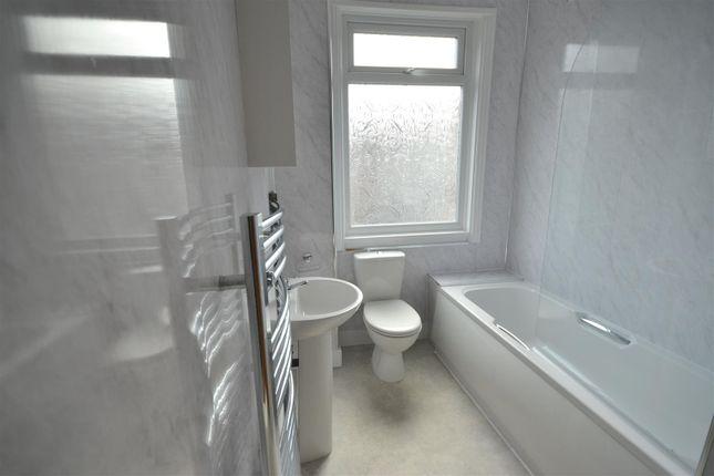 Bathroom Suite & Shower