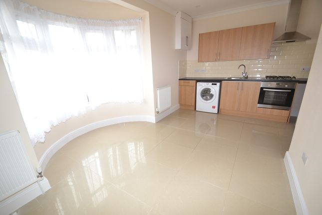 Thumbnail Flat to rent in Leigh Road, Eastleigh