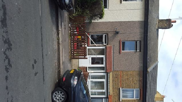 Thumbnail Cottage to rent in Melville Road, Rainham