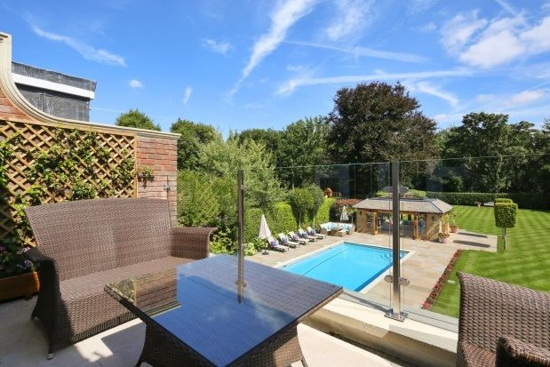 Thumbnail Property to rent in The Quillot, Walton On Thames
