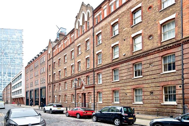 Thumbnail Flat for sale in Commercial Street, London