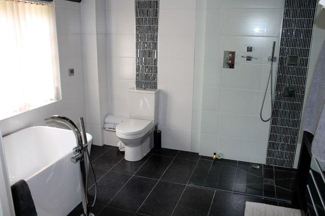 Master Bathroom of Cedar Tree Close, Stourport-On-Severn DY13