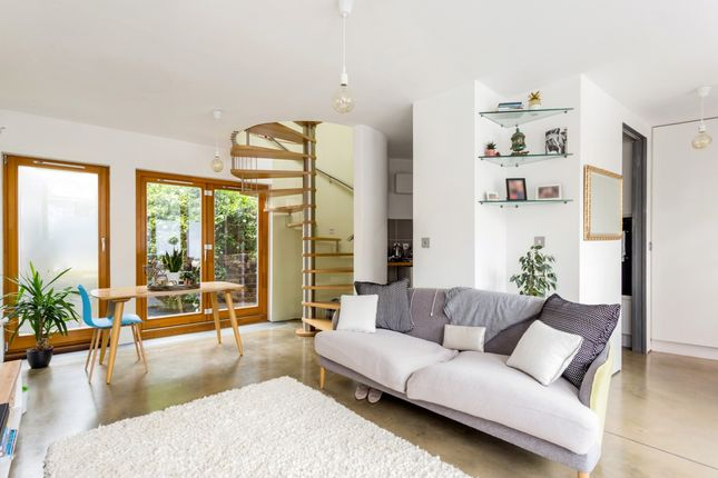 Thumbnail End terrace house to rent in Aden Grove, London