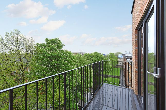 Thumbnail Flat for sale in 43 Upper Clapton Road, Clapton, Greater London