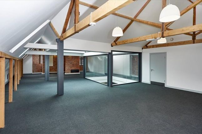 Serviced office to let in Jactin House, Manchester