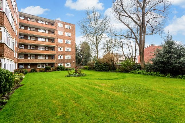 Flat for sale in Kingston Hill, Kingston Upon Thames