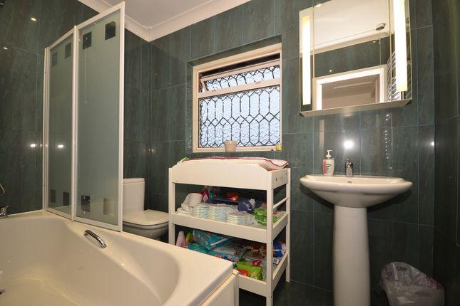 Bathroom of Woodland Avenue, Hove BN3
