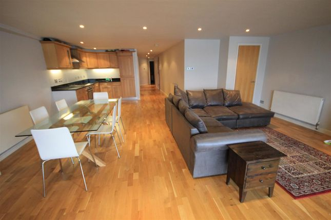2 bed flat to rent in Merchant Court, Wapping Wall