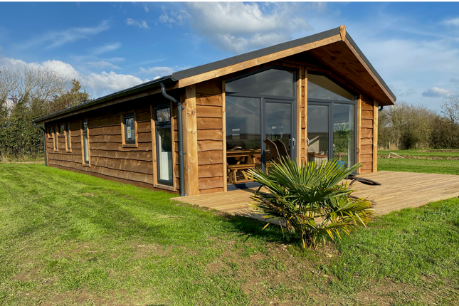 3 bed lodge for sale in Stratton, Bude EX23