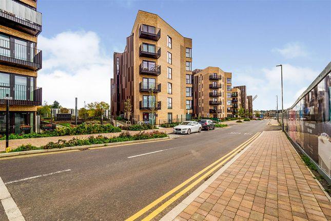Flat to rent in Hornchurch Road, Uxbridge