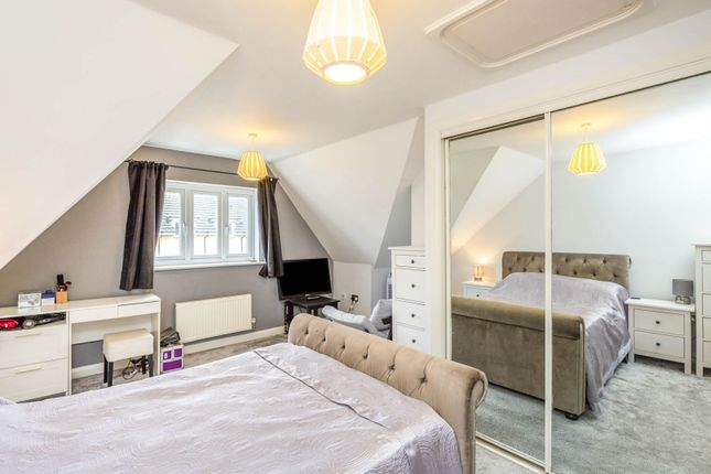 Bedroom of Montague Close, Slough SL2