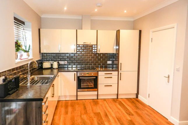 Thumbnail Flat to rent in Hook Road, Chessington
