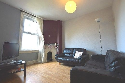Thumbnail Flat to rent in Otley Road, Leeds