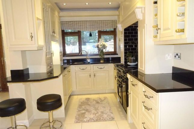 Modern Spacious Fitted Breakfast Kitchen/ Dining R