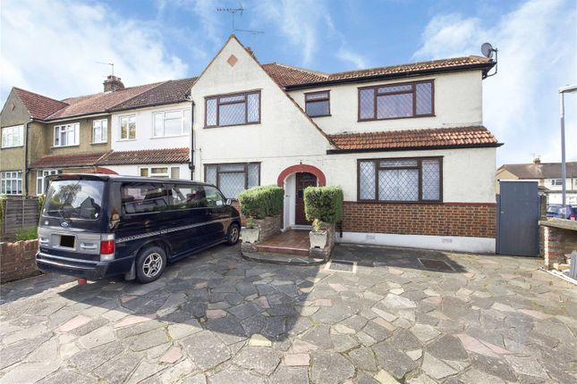 Thumbnail Flat for sale in Mansfield Road, Chessington, Surrey