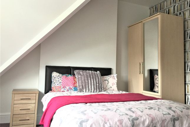 Room to rent in Oval Road, Birmingham
