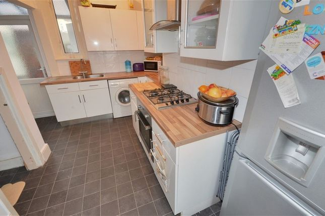 Thumbnail Terraced house to rent in Wood Street, Castleford