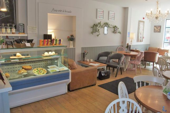 Thumbnail Restaurant/cafe for sale in Cafe & Sandwich Bars LE11, Leicestershire